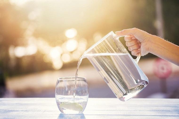 como-eliminar-toxinas-del-cuerpo-tomar-agua