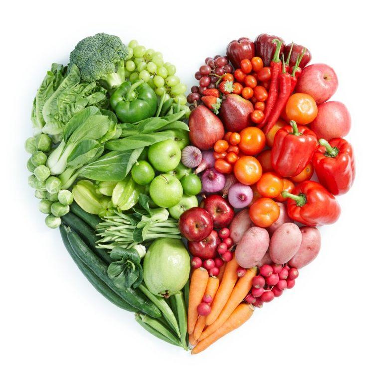 corazón de frutas y verduras
