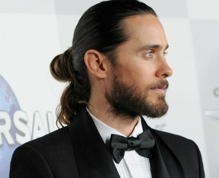 cortes-de-pelo-largo-hombre-2019-estilo-recogido