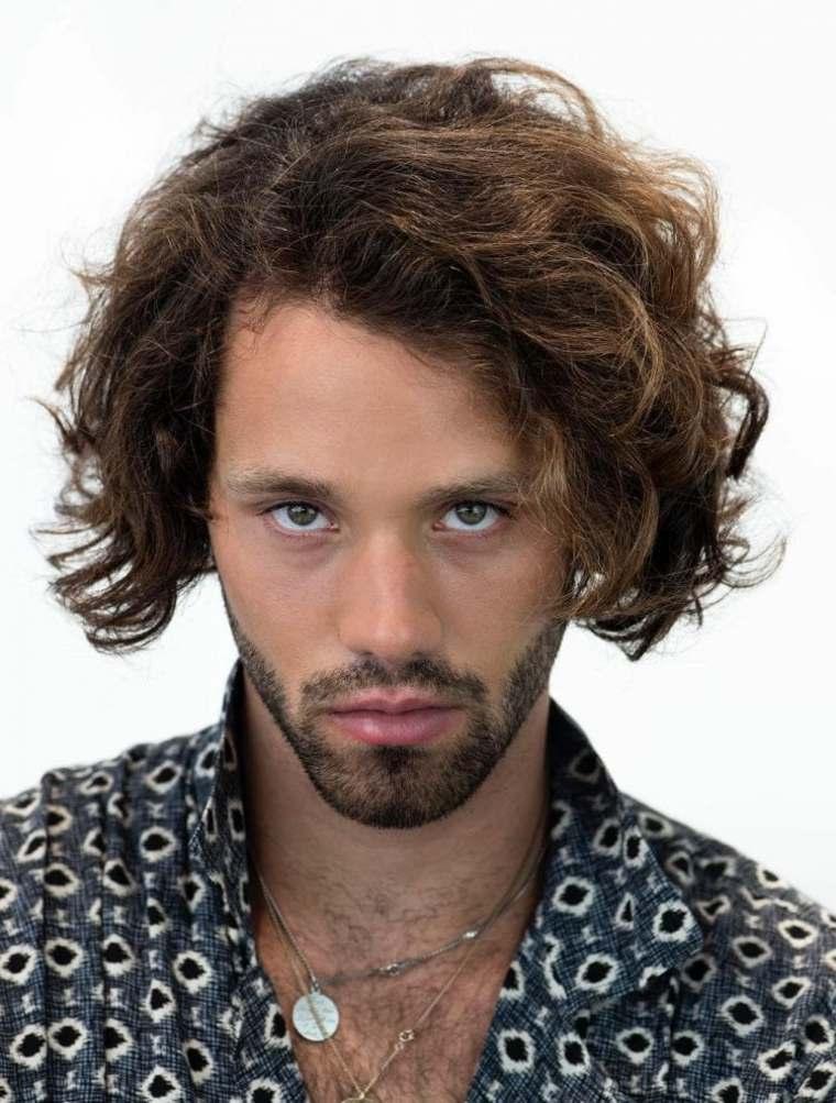 cortes-de-pelo-largo-hombre-2019-raya-lado