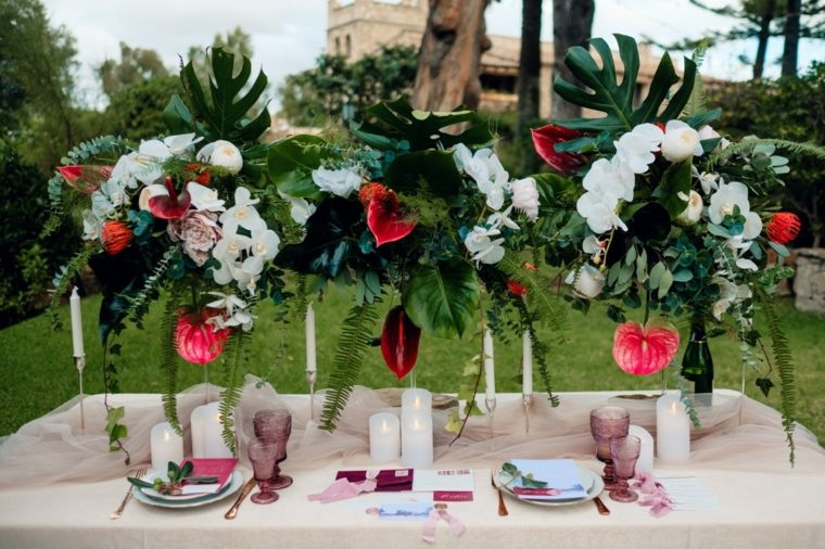 flores-jarrones-altos-estilo-decoracion-boda