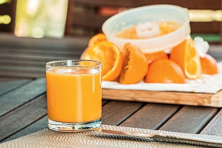 jugo de frutas-azucares-poco-saludable