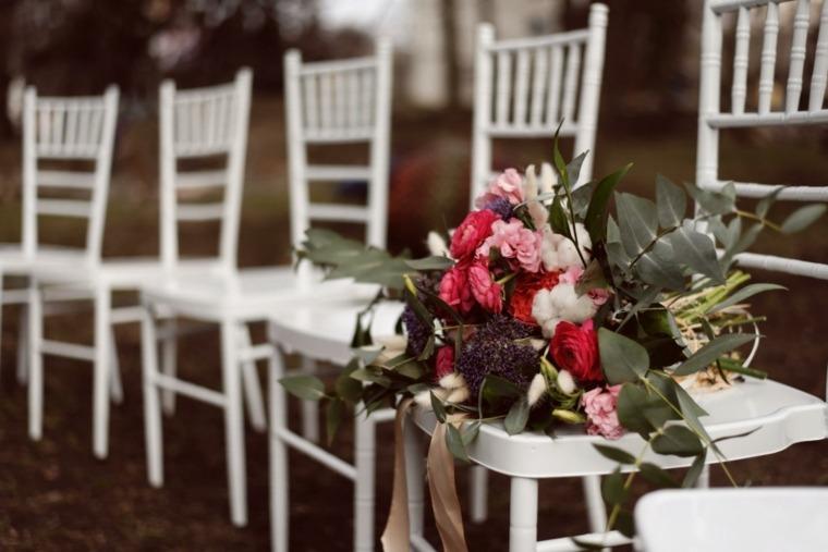 sillas-blancas-boda-boho-estilo