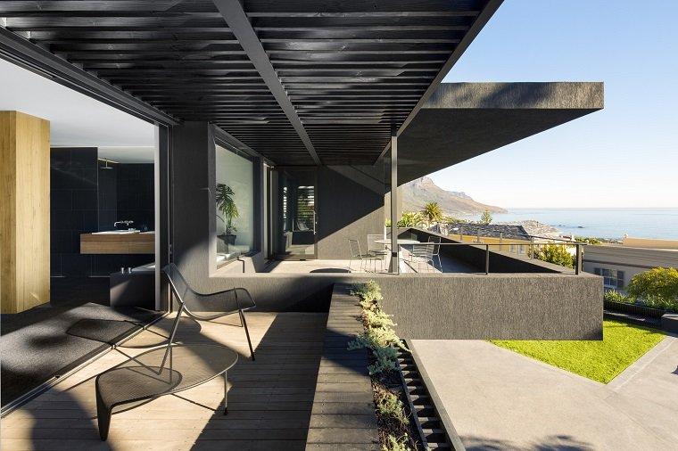 Terraza moderna con vistas impresionantes
