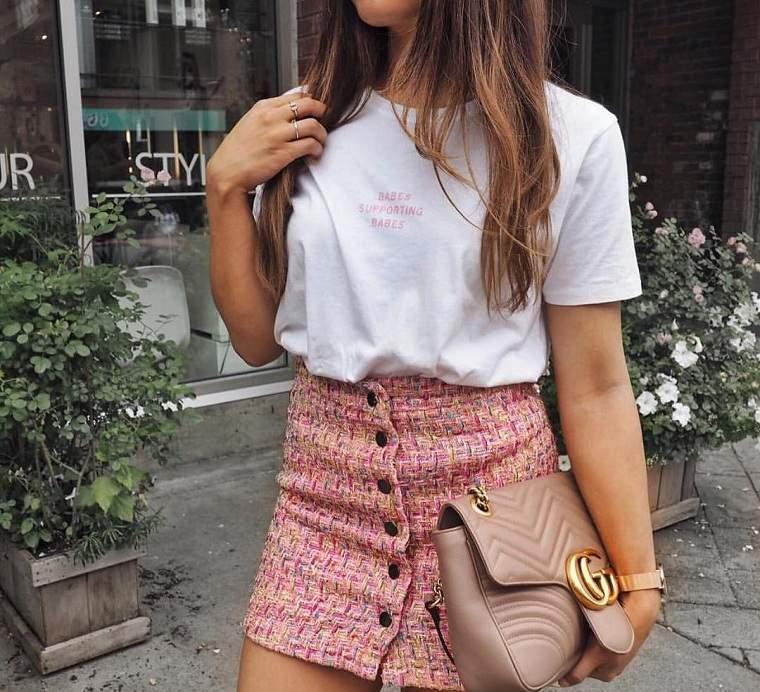accesorios de moda 2019-camiseta-blanca-falda