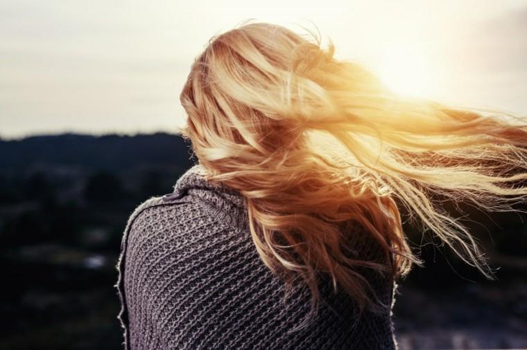 cabello-chica-cuidado-lavar-pelo