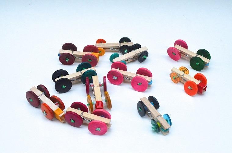coches hechos con manualidades de pinza de madera