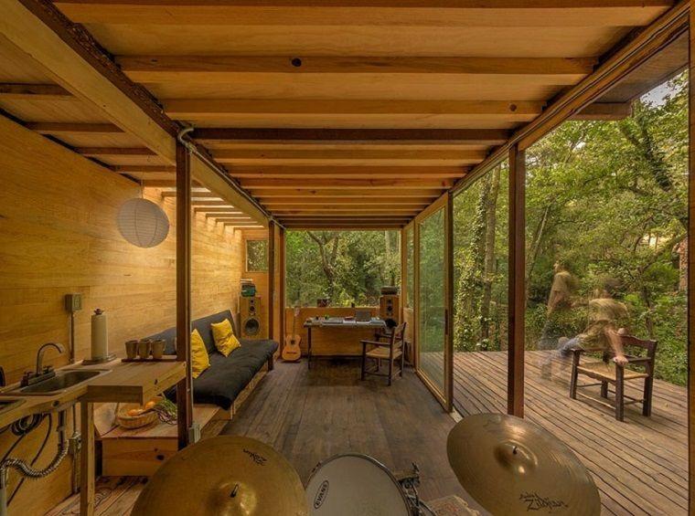 casa acogedora con muebles de madera