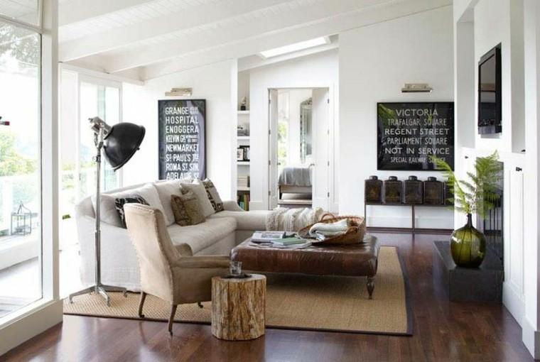 Muebles y piezas modernas.