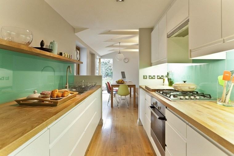 cocinas-largas-y-estrechas-detalles-verdes