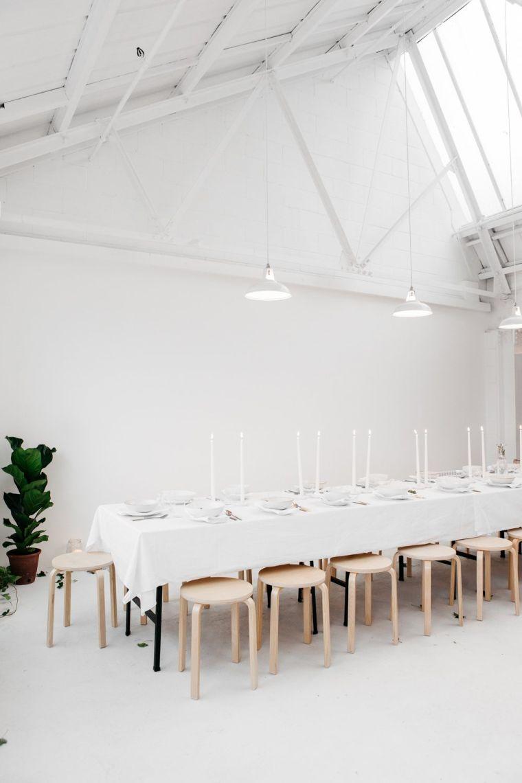 comedor-amplio-luminosa-mesa-taburetes