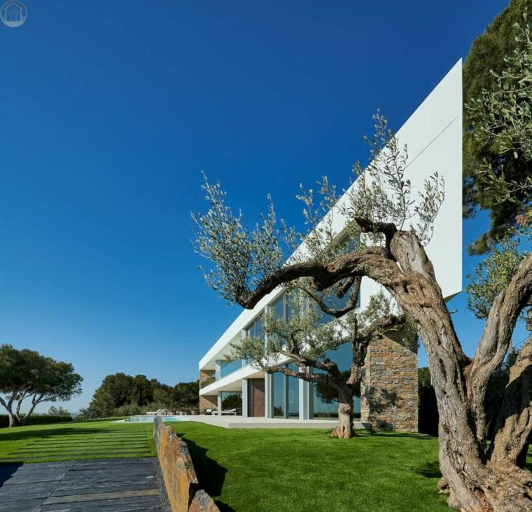 diseno-casa-espana-white-houses-jardin
