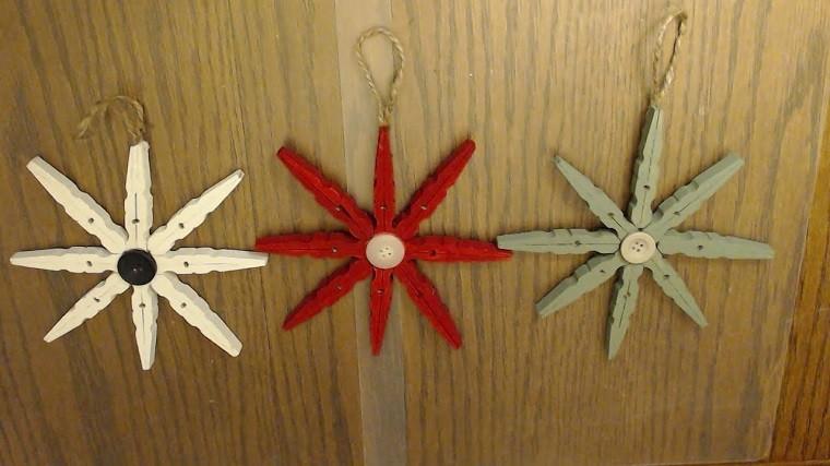 estrellas hechas con pinzas de ropa