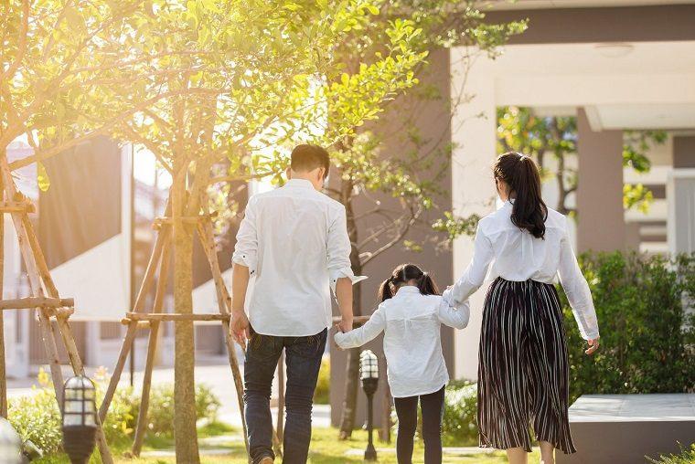 niños felices pasar-tiempo-familia