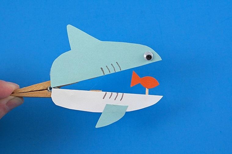 Manualidades fáciles para niños, por ejemplo, un tiburon