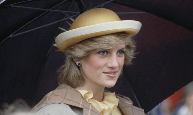 princesa Diana con sombrero