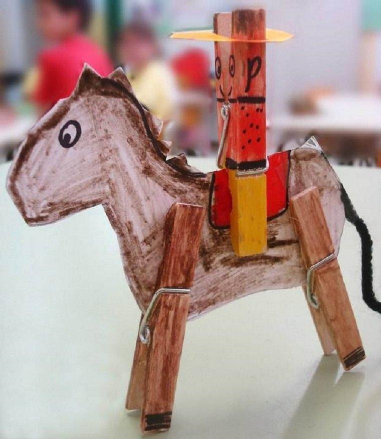 Manualidades fáciles para niños, por ejemplo, un vaquero