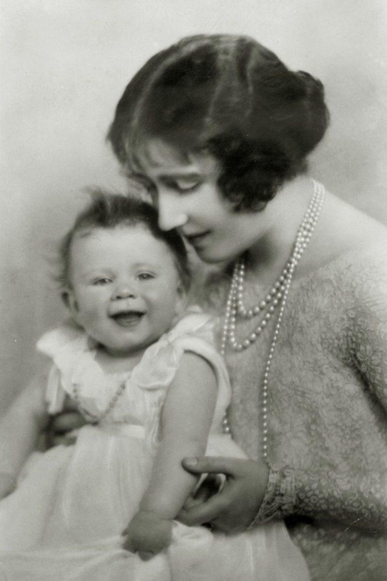 Isabel de Inglaterra de bebé