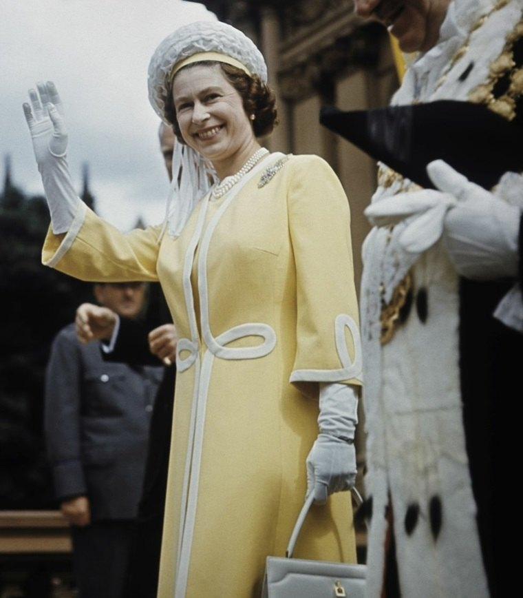 Monarca saludando