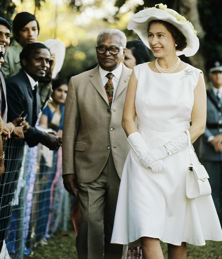 Vestido moderno de la Reina Isabel II de Inglaterra