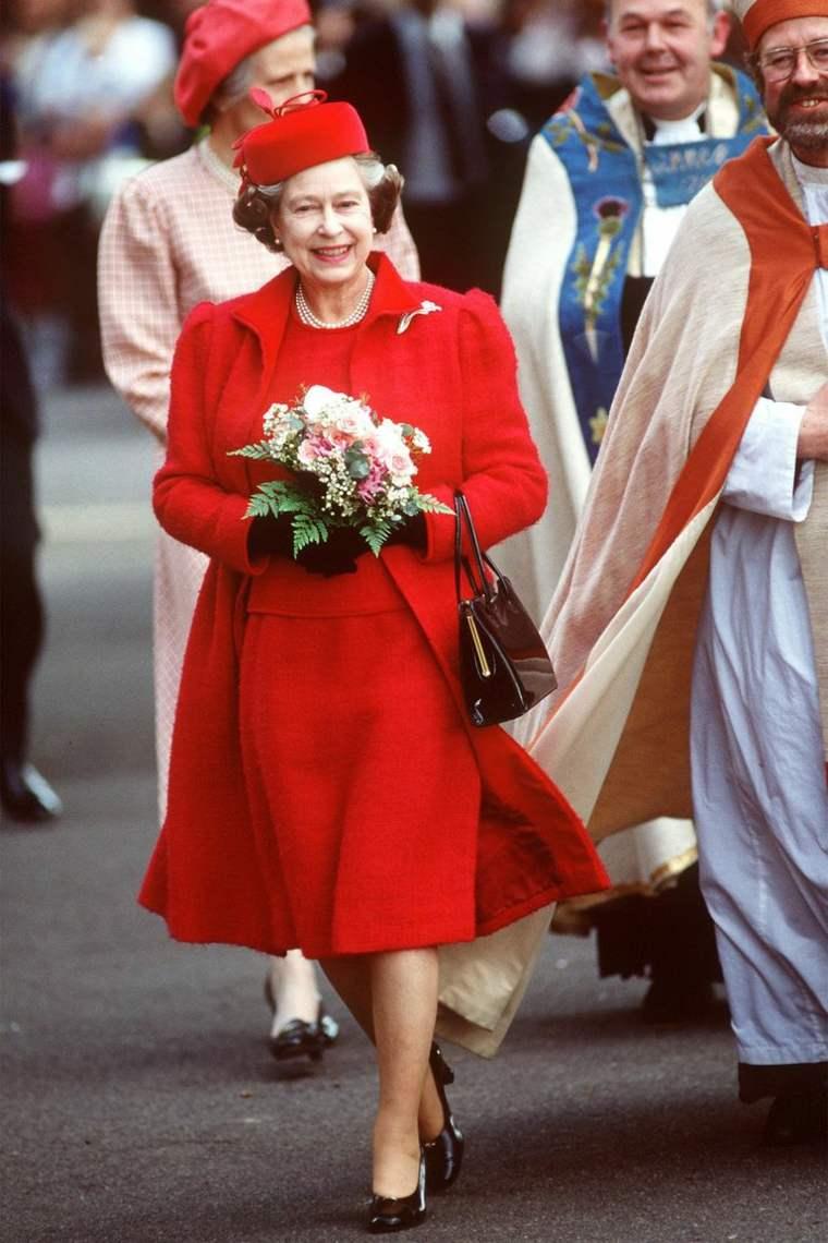 Vestido rojo para persona mayor