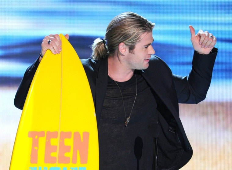 Chris Hemsworth con su pelo largo estilo hawaiiano