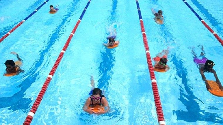 carrera de natacion infantil