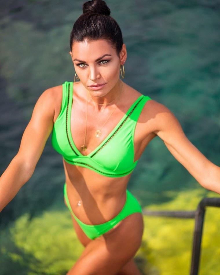 banadores-2019-colores-llamativos-neon-verde