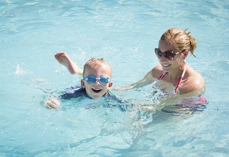 Aprender a nadar divirtiendose