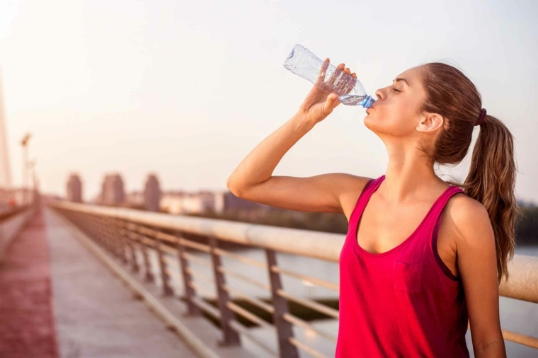 Como acelerar el metabolismo tomando agua