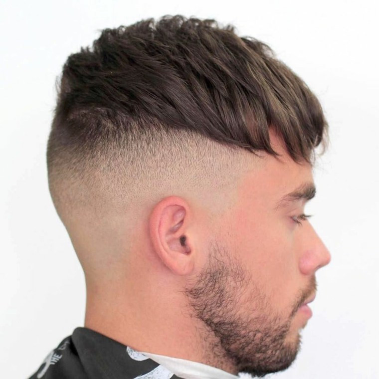 Corte de pelo degradado hacia delante