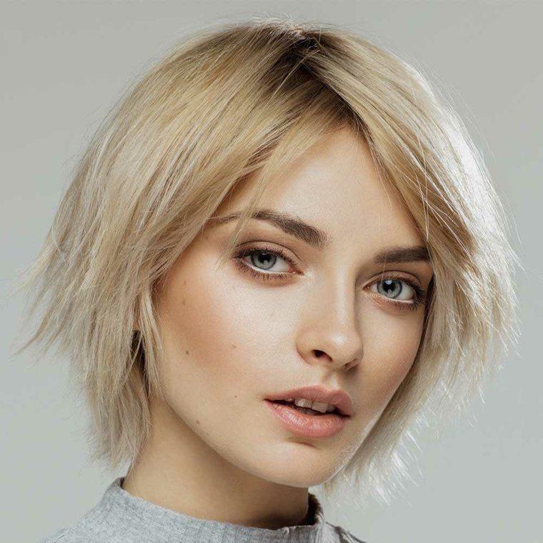 cortes-de-pelo-corto-modernos-chica-tenida-rubio