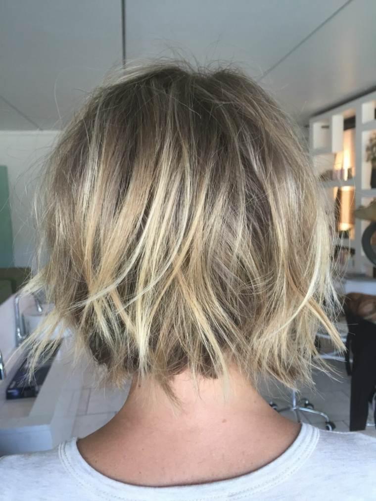 cortes de pelo corto modernos mujer-mechas