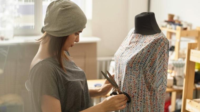 trabajar desde casa diseñando ropa