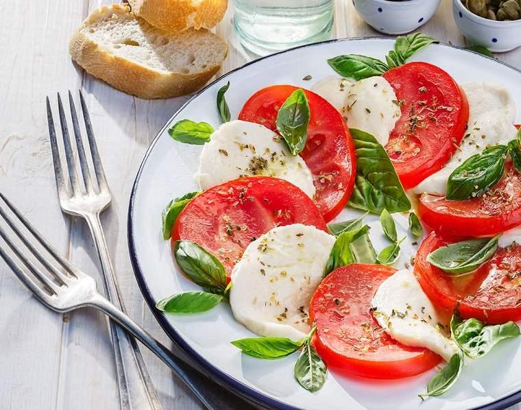 ensalada-tomates-fresca-sana
