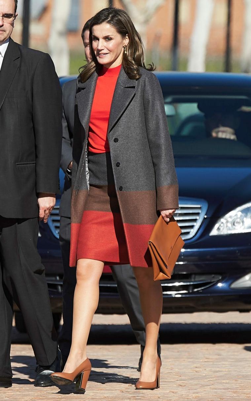 Bonito conjunto de falda y abrigo