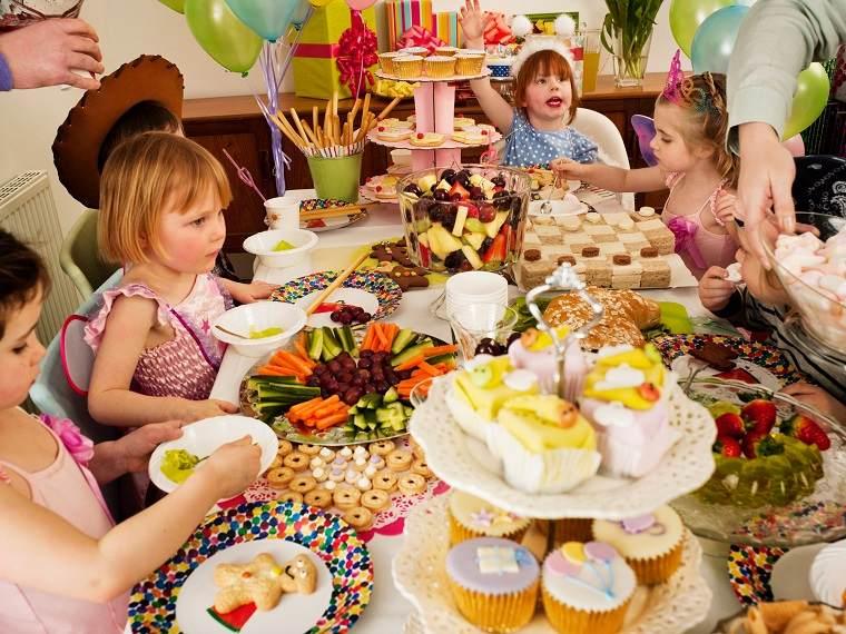 Fiesta de cumpleaños para niños mesa