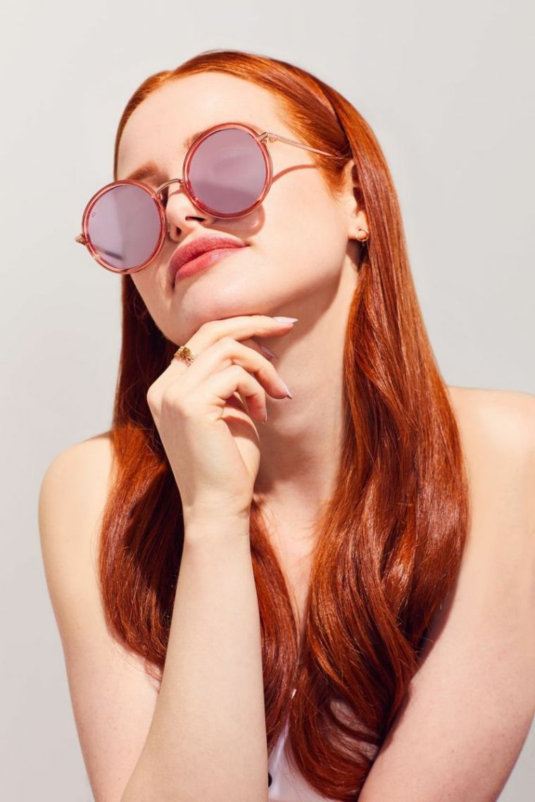 gafas-sol-opciones-2019-diseno-Madelaine-Petsch-forma-redonda