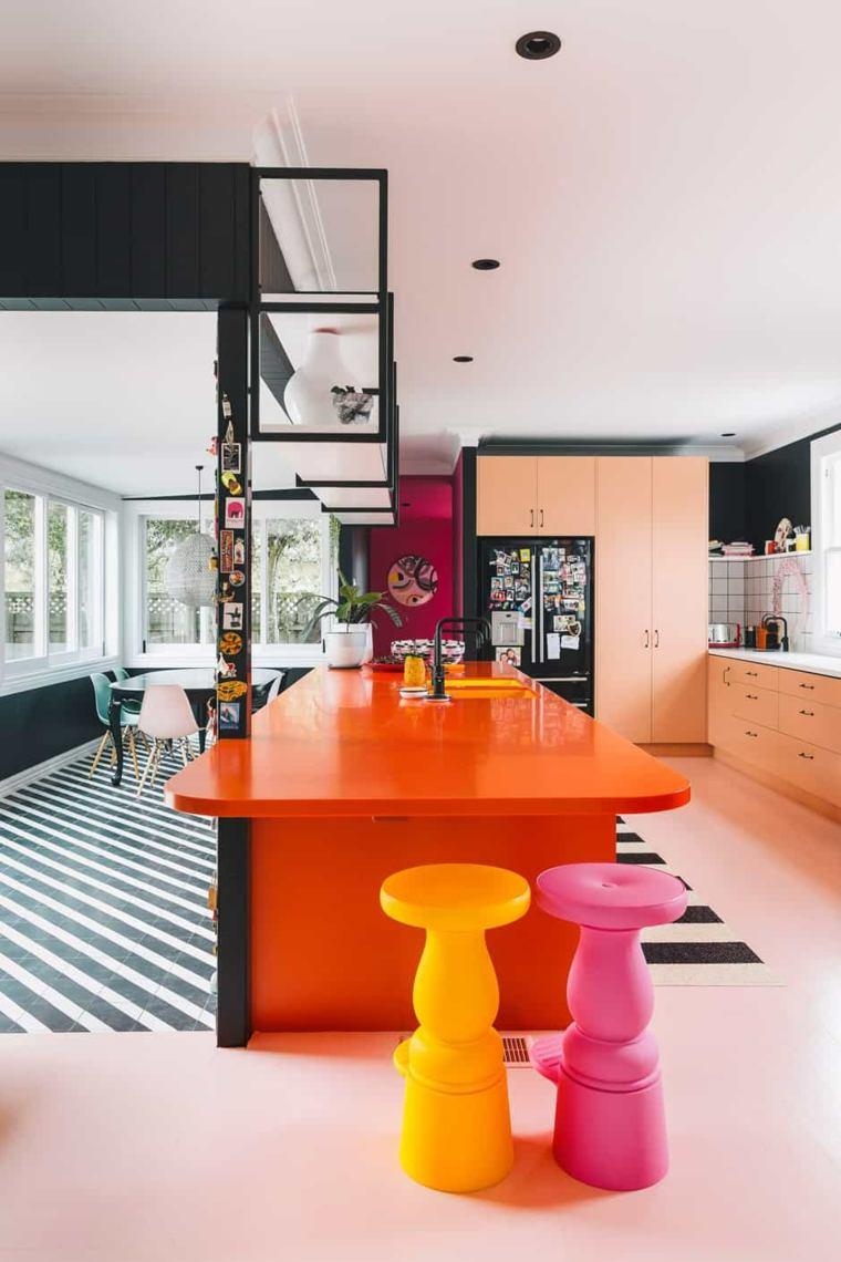 cocina de colores vibrantes