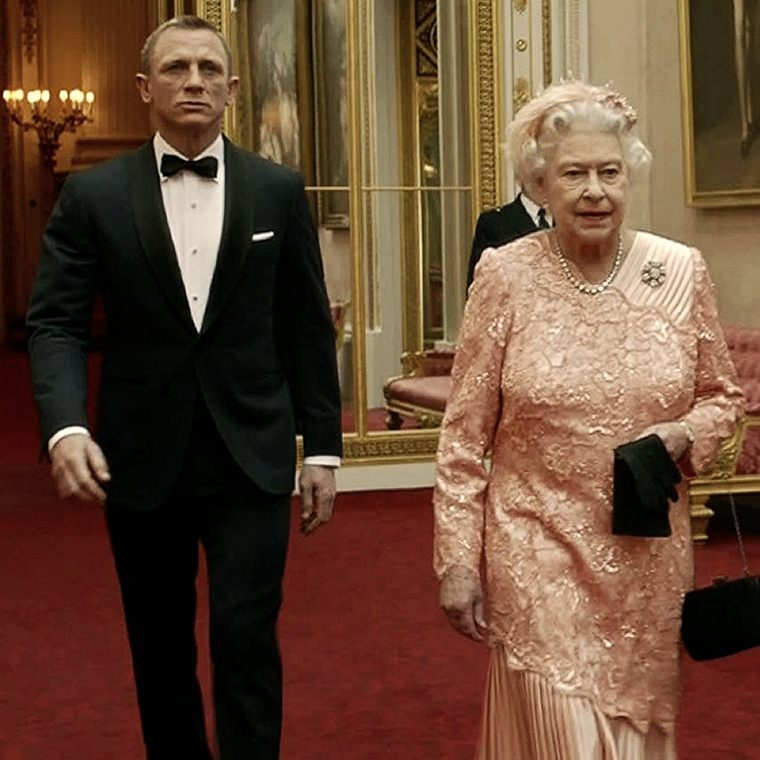 James Bond y la Reina Isabel de Inglaterra