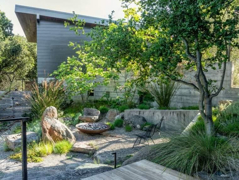 Diseñar jardines modernos con zonas privadas