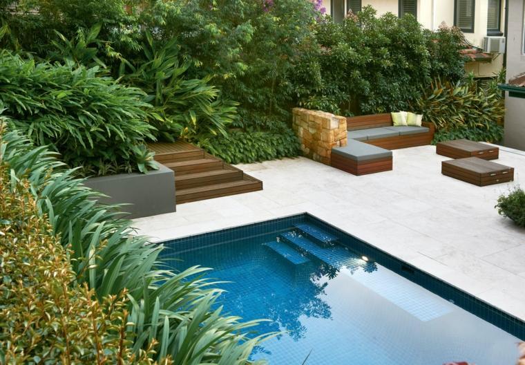 jardin-estilo-piscina-muebles-madera
