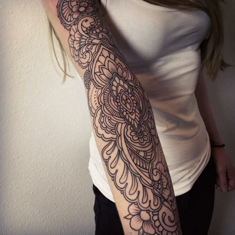 mandala-tattoo-grande-brazo-mujer