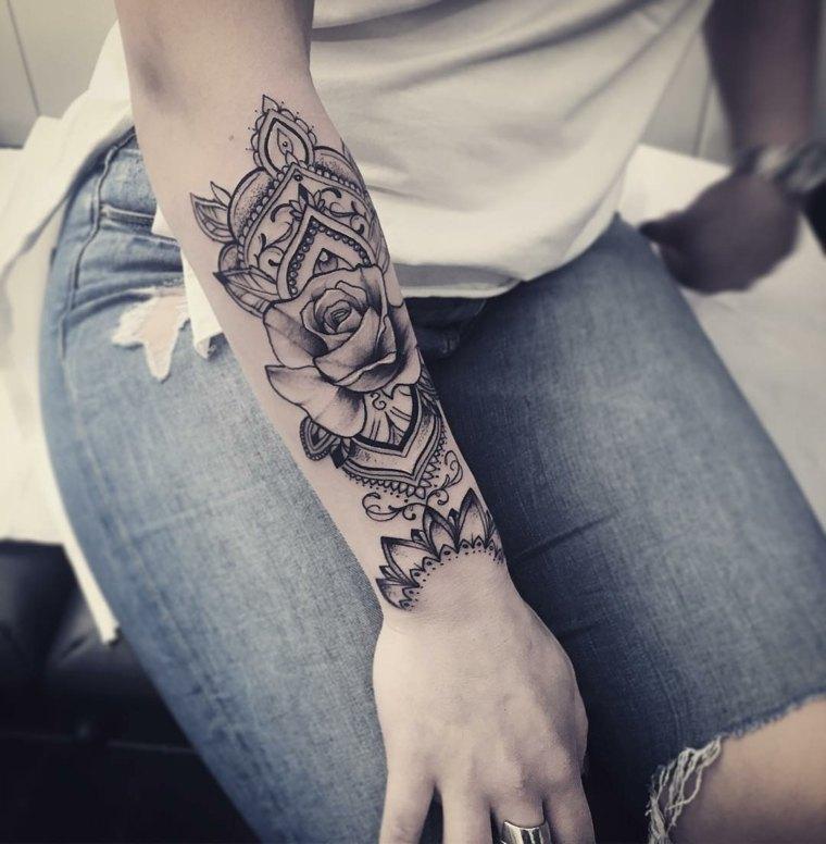 mandala-tatuaje-brazo-diseno-floral