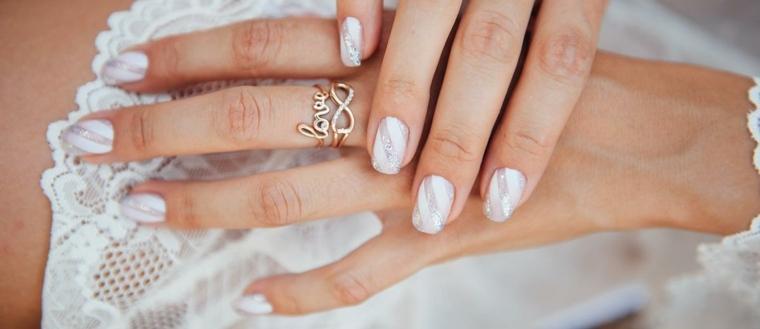 Esmalte de uñas blanco
