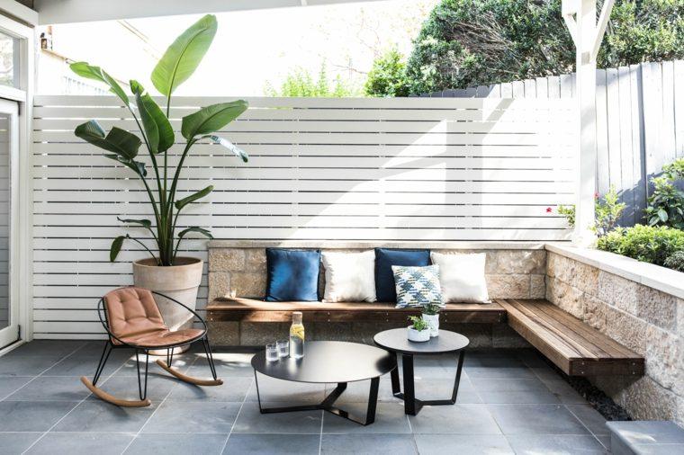 muebles-bajo-pergola-jardin-estilo
