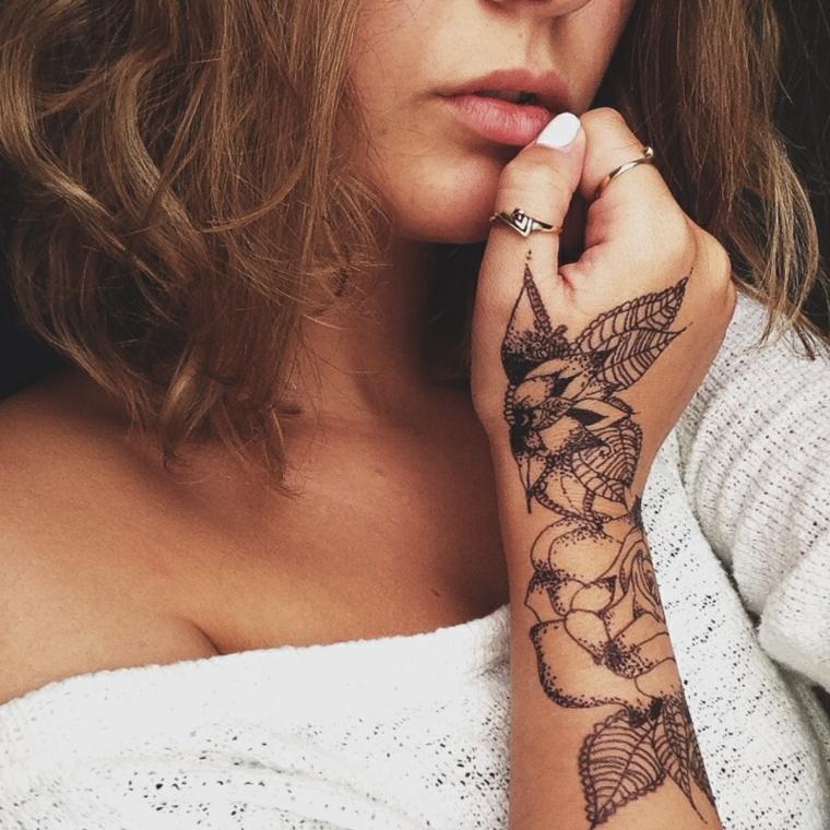 mujer-mano-tatuaje-diseno-2019