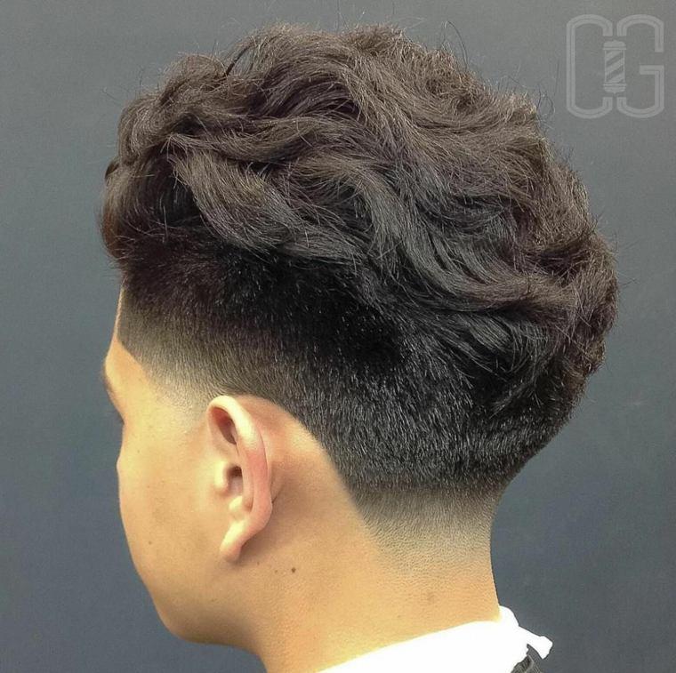 Peinado para chico de pelo grueso