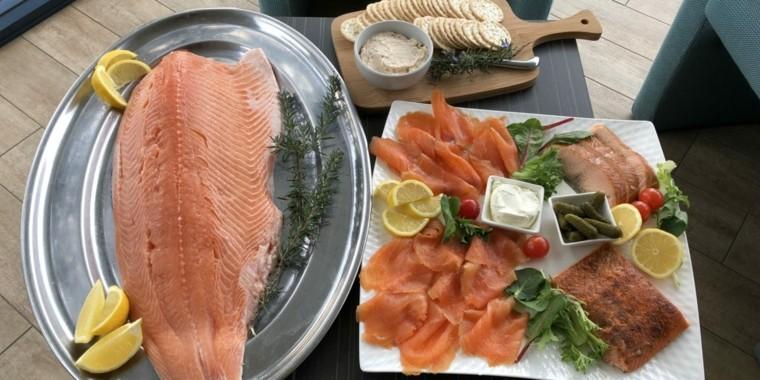 Cocinando pescado con salmón