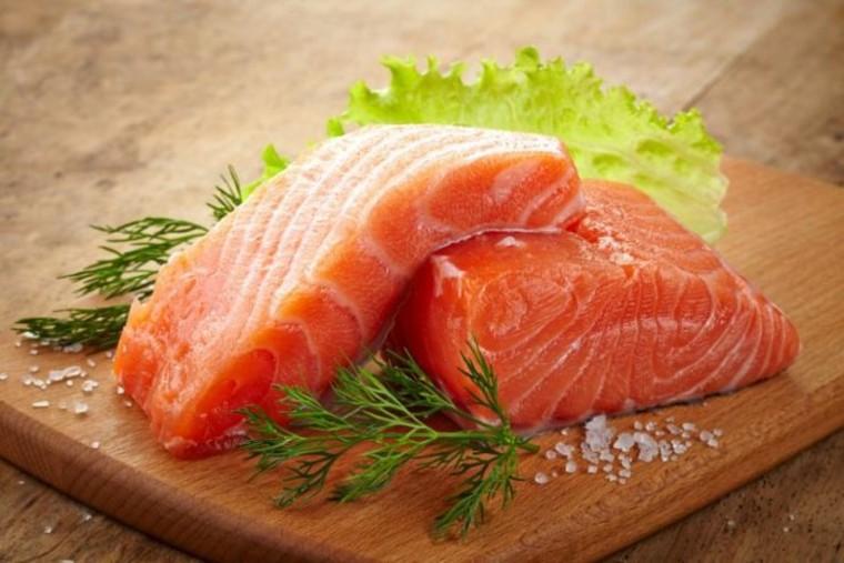 Trozos y rodajas de salmón